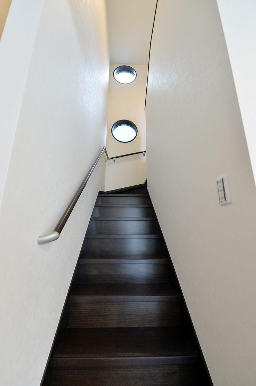 MIYACOCO 階段 丸FIX窓