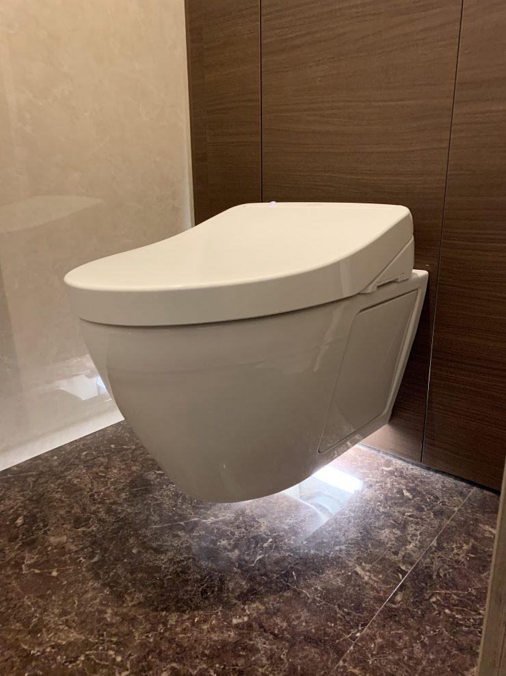 浮いているトイレ!