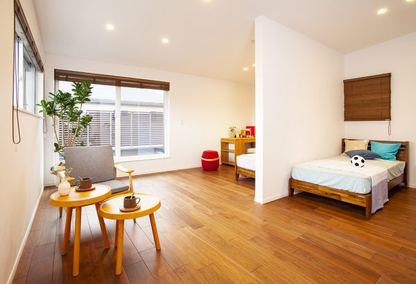 2階はすべてプライベートスペース。 3つの子ども部屋は仕切り壁で分割し 広々とした一体感の残る個室の設計です。