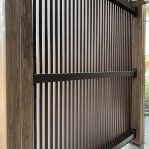 MIYACOCO 戸建新築工事 玄関前 目隠しルーバー。