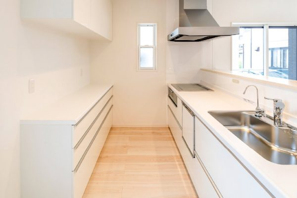 キッチン横には、パントリーを設置。 食材や調理器具などの収納に便利です。